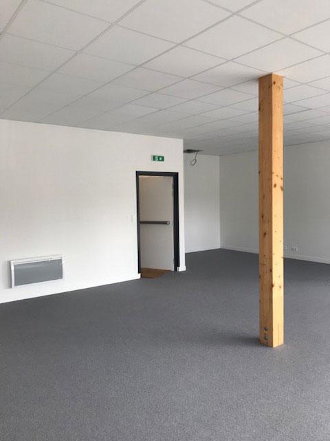 Plateau de bureaux avant