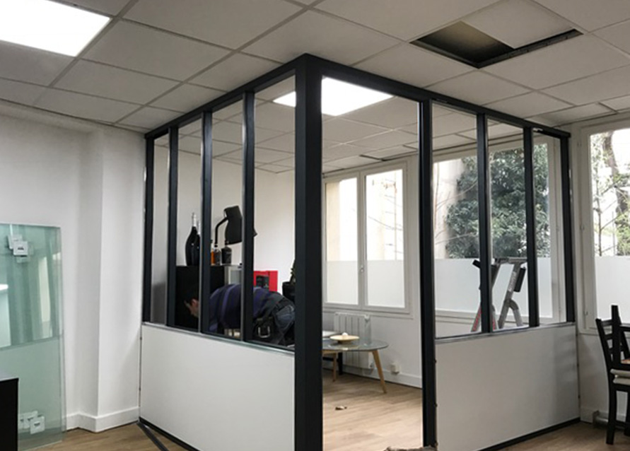 Cr ation d 39 une salle de r union type atelier paris 17 for Verriere cloison vitree