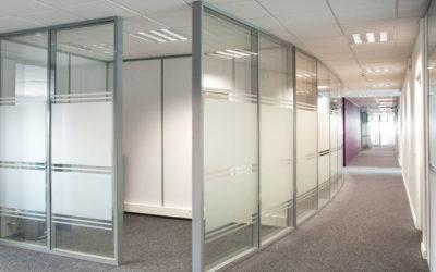 Optimiser le prix d'une cloison vitrée de bureau