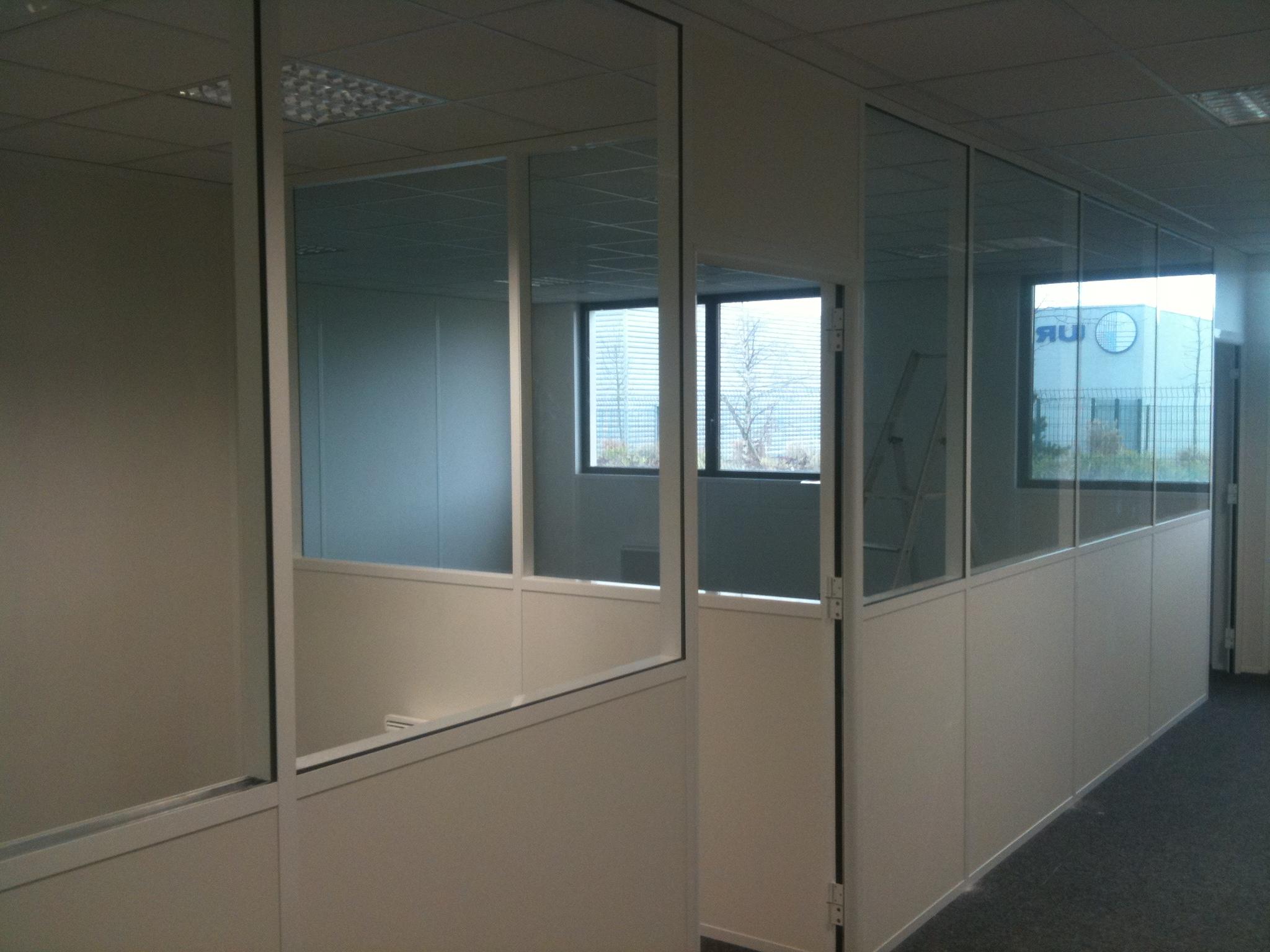 Applications de la cloison semi vitr e isoplaf for Cloison vitree prix